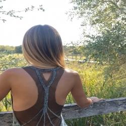 Esa espalda , ese vestidos , esas historias de Verano ☀️ que siempre recordarás ✨… … Desliza , dale al play ▶️ y vuélvete a enamorar ( cada día ) .