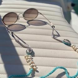 El mejor complementos para  llevar nuestras gafas en Verano , ahora con un de REBAJA . . Antes 35€ , AHORA ( el último ) 10€  . Haz click y ficha el tuyo 👉🏼 https://www.ninetashop.com/inicio/9349-cuelgagafas-mar.html
